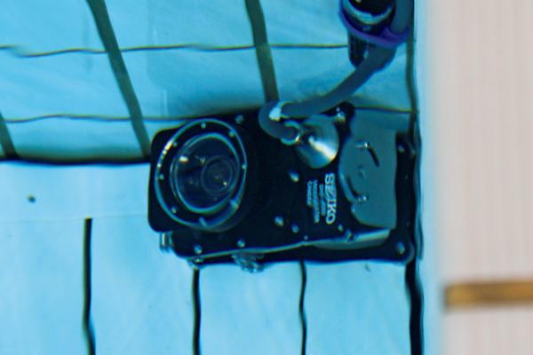 水中に設置されたカメラ