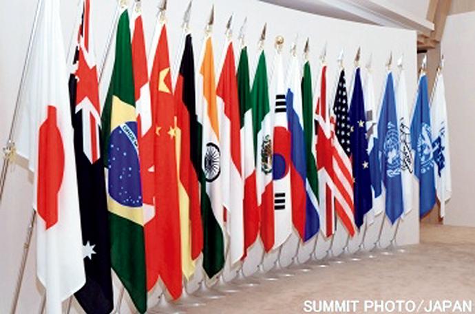 洞爺湖サミットで並べられた国旗と国際機関の旗