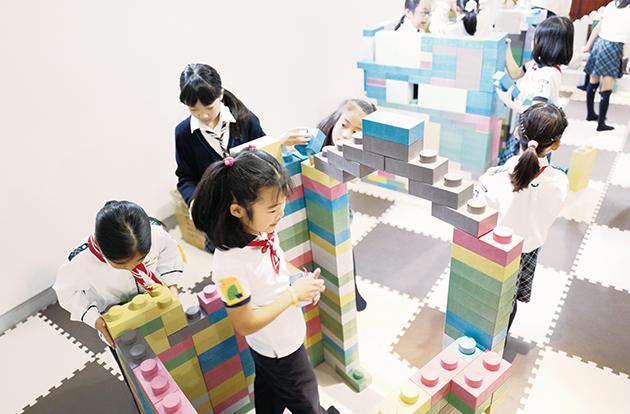 ブロックで、「未来にあったらいいもの」をつくる子どもたち