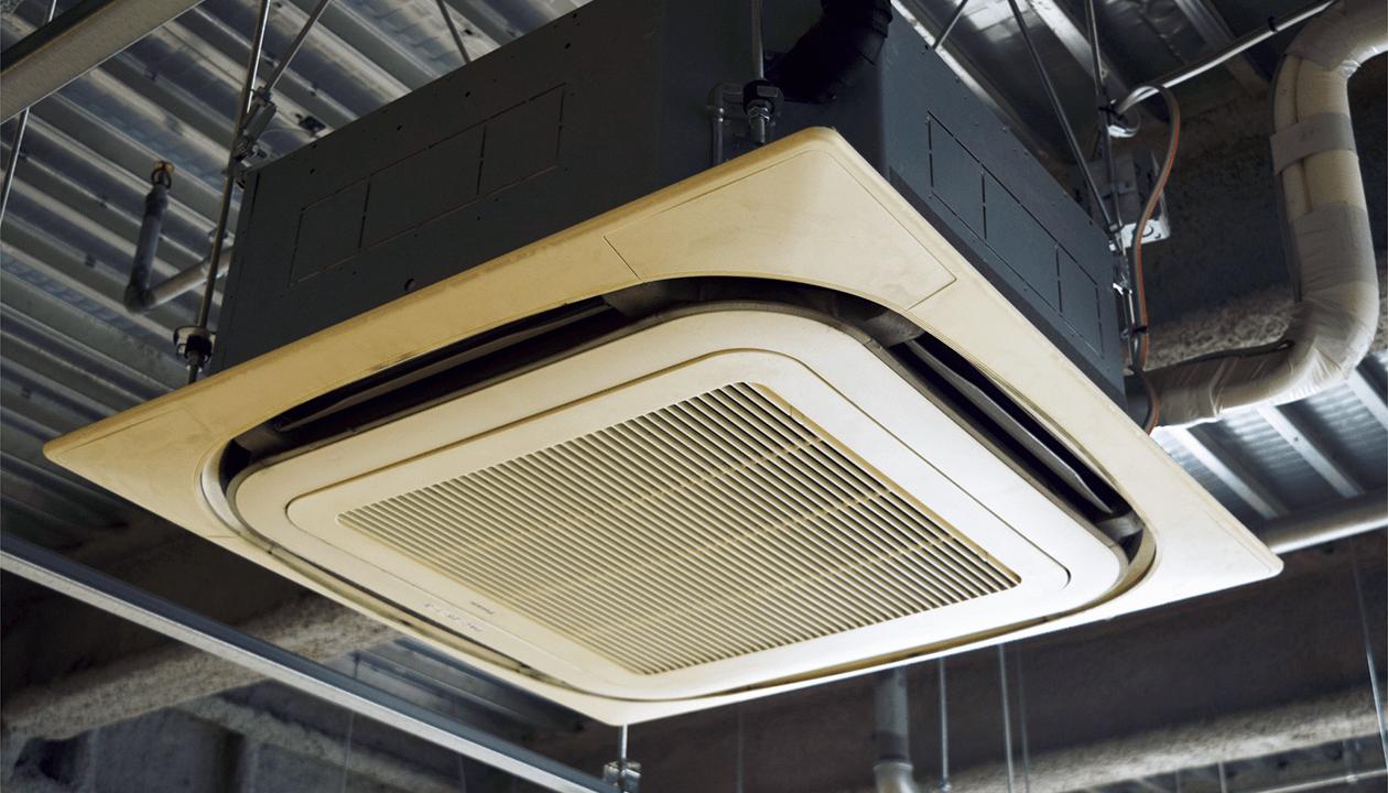 ビルなどではエアコンや配管を天井に設置