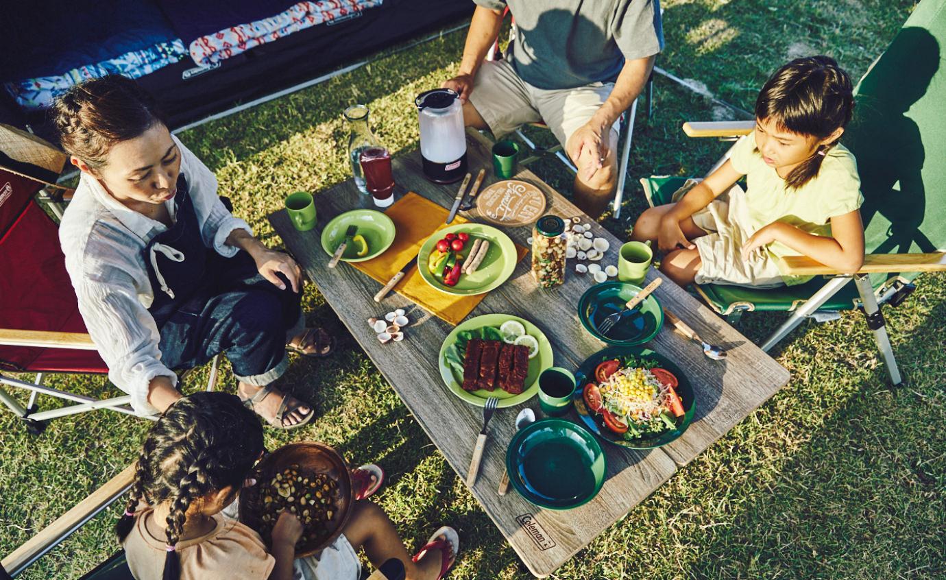 外で食べるキャンプ料理がおいしい