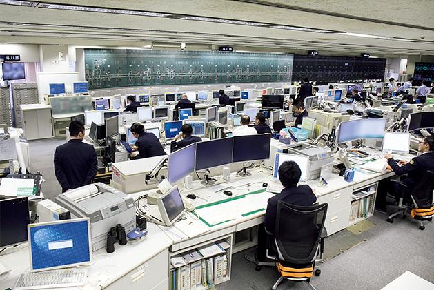 新幹線総合指令所のようす