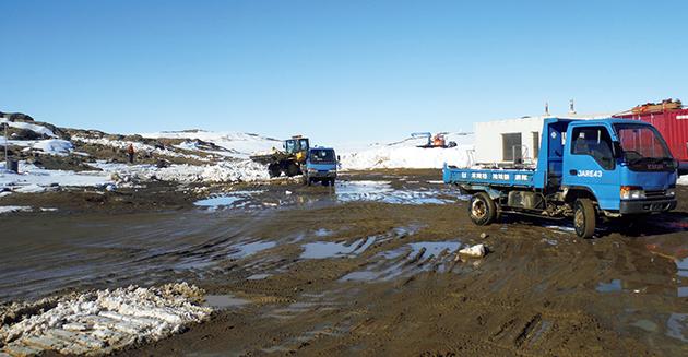 南極で活躍するトラック