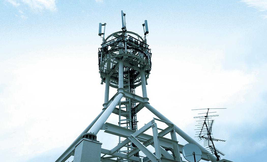 ビルの屋上などにある携帯電話の基地