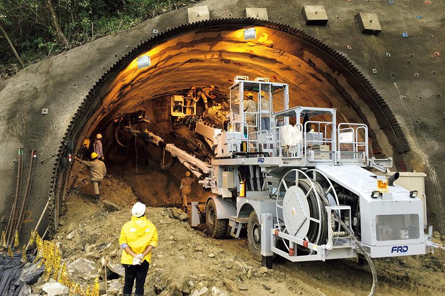 実際のトンネル工事現場