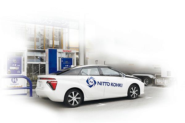 燃料電池自動車と燃料を入れる水素ステーション